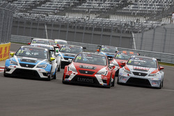 Mit Pepe Oriola, SEAT Leon, Craft Bamboo Racing LUKOIL; Andrea Belicchi, SEAT Leon, Target Competiti
