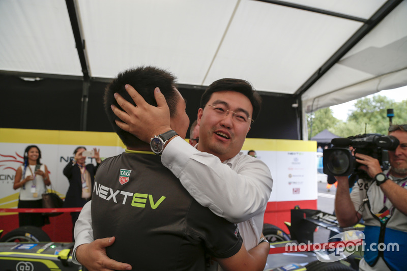 China Racing merayakan kejuaraan