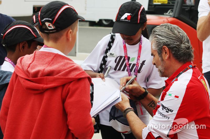 Maurizio Arrivabene, Ferrari Team Principal signs autographs for F1 in Schools children