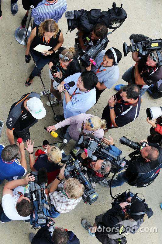 Nico Hulkenberg, Sahara Force India F1 dando entrevistas