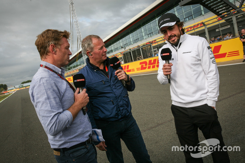 Simon Lazenby, Sky Sports F1 TV Presenter bersama Martin Brundle, Sky Sports Commentator, dan Fernan