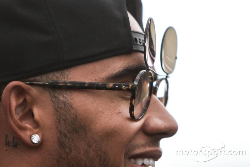 Lewis Hamilton, Mercedes AMG F1 - new sunglasses