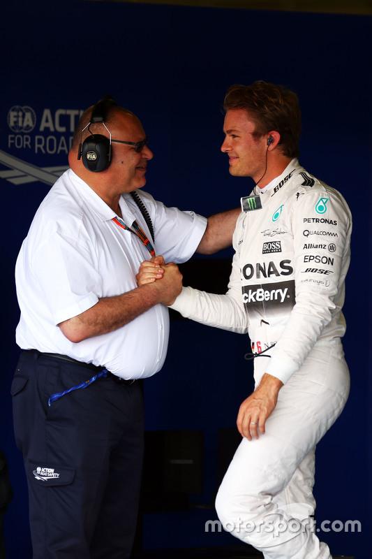 Nico Rosberg, Mercedes AMG F1 merayakan his second position in qualifying parc ferme bersama Pat Beh