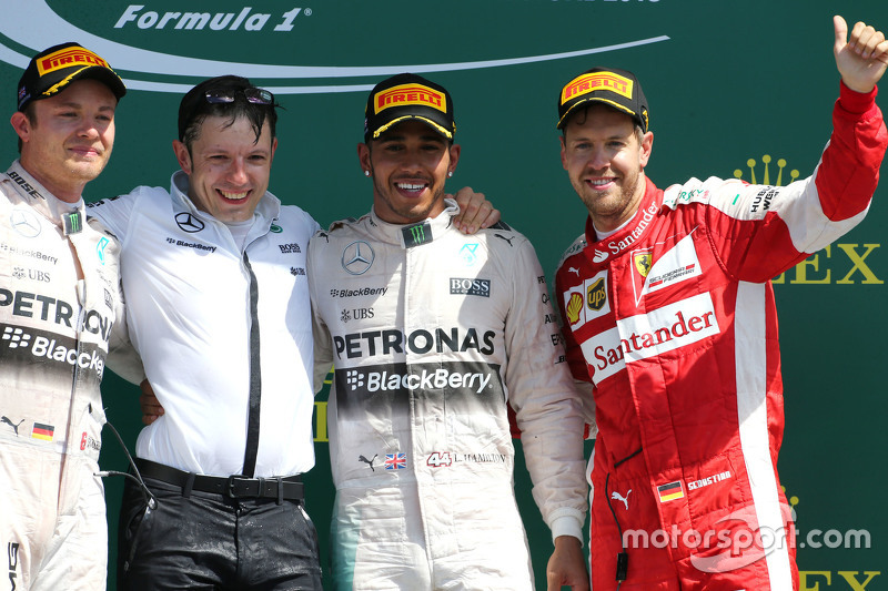 Podium: second place Nico Rosberg and winner Lewis Hamilton, Mercedes AMG F1 Team and third place Se