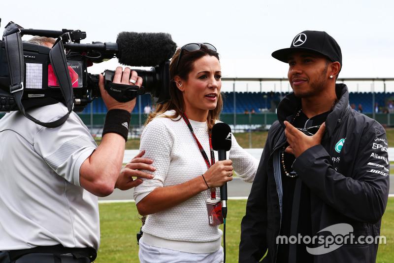 Lewis Hamilton, Mercedes AMG F1 bersama Natalie Pinkham, Sky Sports Presenter