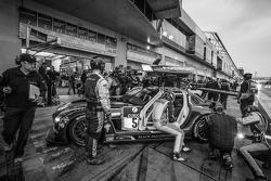 #5 Black Falcon, Mercedes-Benz SLS AMG GT3: Abdulaziz Al Faisal, Hubert Haupt, Yelmer Buurman, Jaap van Lagen