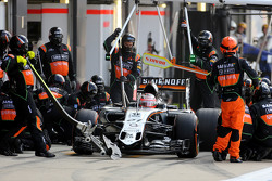Nico Hulkenberg, Sahara Force India during pitstop