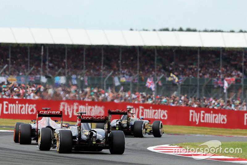 Pastor Maldonado, Lotus F1 E23 di formation lap
