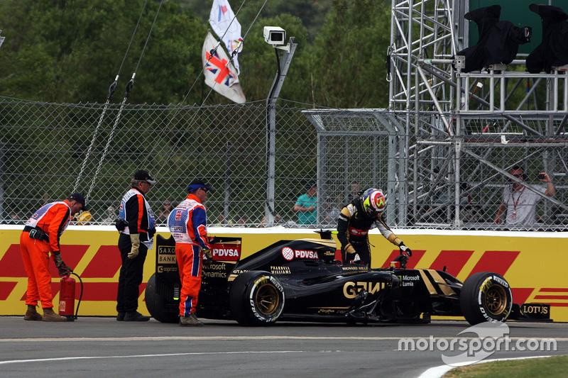 Pastor Maldonado, Lotus F1 E23 retired dari the race