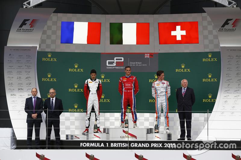 Podium: second place Esteban Ocon, ART Grand Prix and winner Kevin Ceccon, Arden International and t