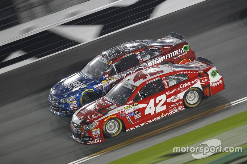 Landon Cassill, Hillman Circle Sport LLC, Chevrolet, und Kyle Larson, Ganassi Racing, Chevrolet