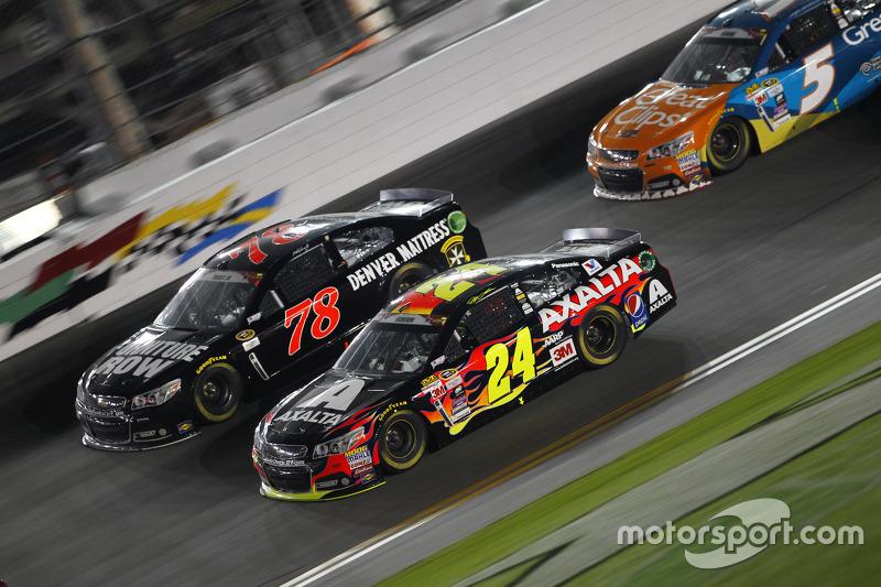 Мартін Труекс мол., Furniture Row Racing Chevrolet та Джефф Гордон, Hendrick Motorsports Chevrolet