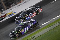 Dale Earnhardt Jr., Hendrick Motorsports Chevrolet and Denny Hamlin, Joe Gibbs Racing Toyota
