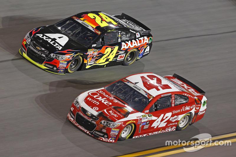 Jeff Gordon, Hendrick Motorsports Chevrolet and Kyle Larson, Ganassi Racing Chevrolet