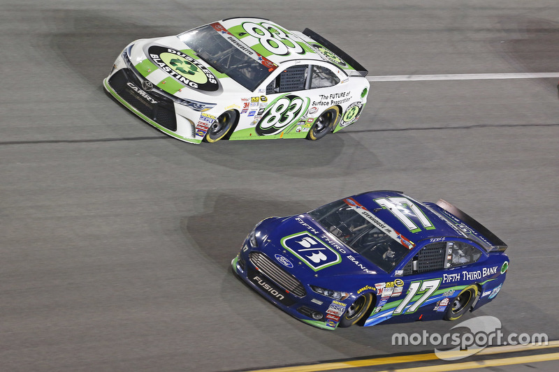 Matt Dibenedetto, BK Racing Toyota, dan Ricky Stenhouse Jr., Roush Fenway Racing Ford