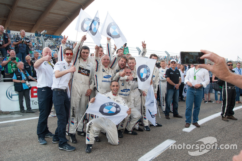 BMW Team RMG celebrate victory and P3