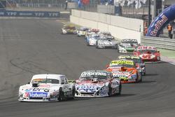 Leonel Sotro, Alifraco Sport Ford, dan Camilo Echevarria, Coiro Dole Racing Torino, dan Jonatan Castellano, Castellano Power Team Dodge