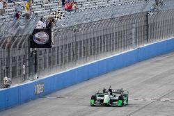 Sébastien Bourdais, KV Racing Technology Chevroletse lleva la victoria