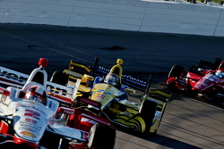 Juan Pablo Montoya, Team Penske Chevrolet and Marco Andretti, Andretti Autosport Honda and Graham Ra