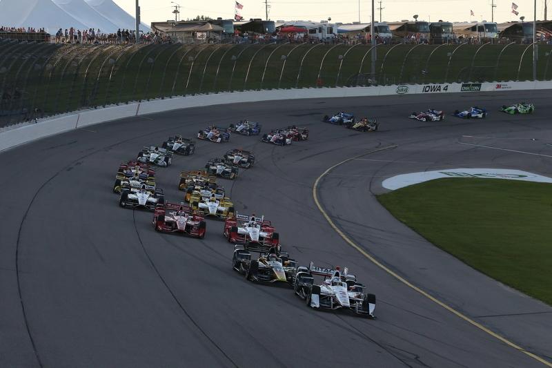Start: Helio Castroneves, Team Penske Chevrolet memimpin