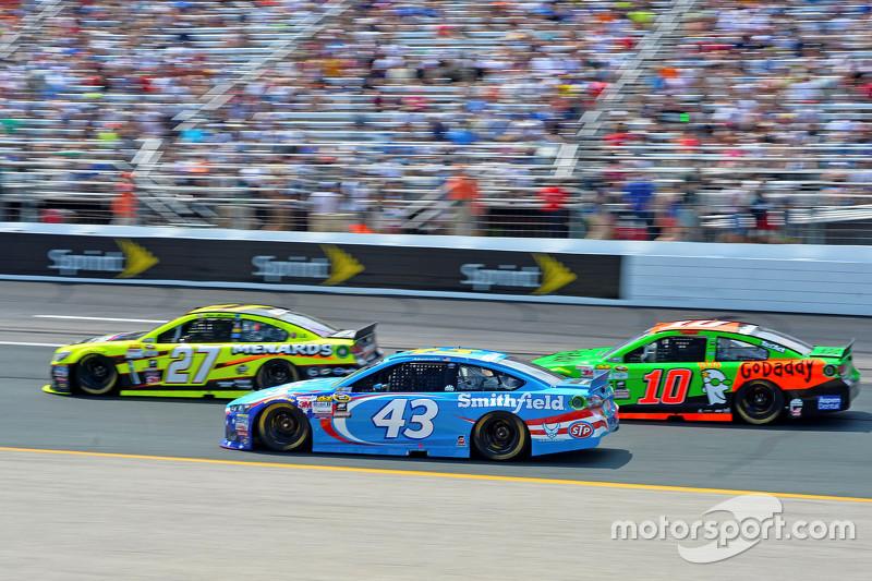 Paul Menard, Richard Childress Racing Chevrolet, Aric Almirola, Richard Petty Motorsports Ford, dan
