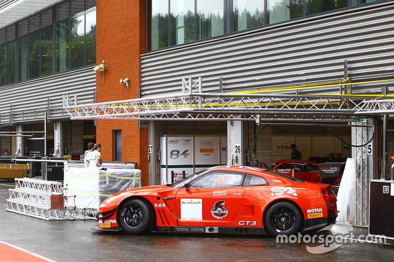 Nissan GT-R Nismo GT3 на піт-лейн