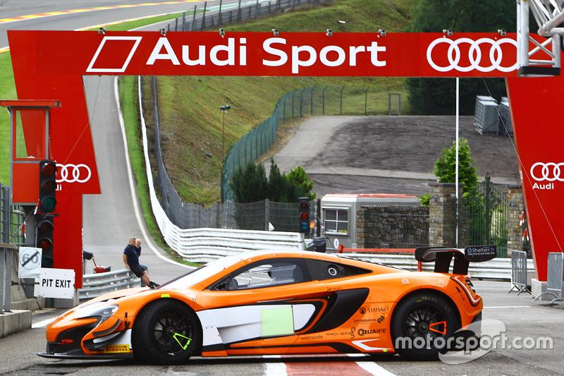 McLaren pit yolunda