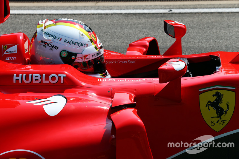 Sebastian Vettel, Ferrari SF15-T bersama a tribute to Jules Bianchi