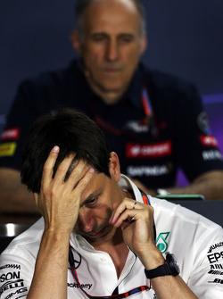 Тото Вольф, исполнительный директор Mercedes AMG F1 на пресс-конференции FIA