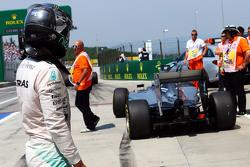 Nico Rosberg, Mercedes AMG F1 W06 stopt aan het einde van de pitlane