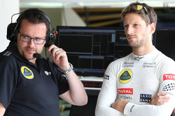 Race engineer Julien Simon-Chautemps, dan Romain Grosjean, Lotus F1 Team