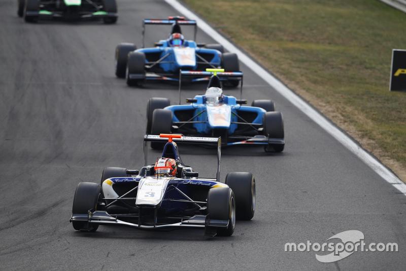 Мітч Гілберт, Carlin лідирує  Матео Тушер, Jenzer Motorsport