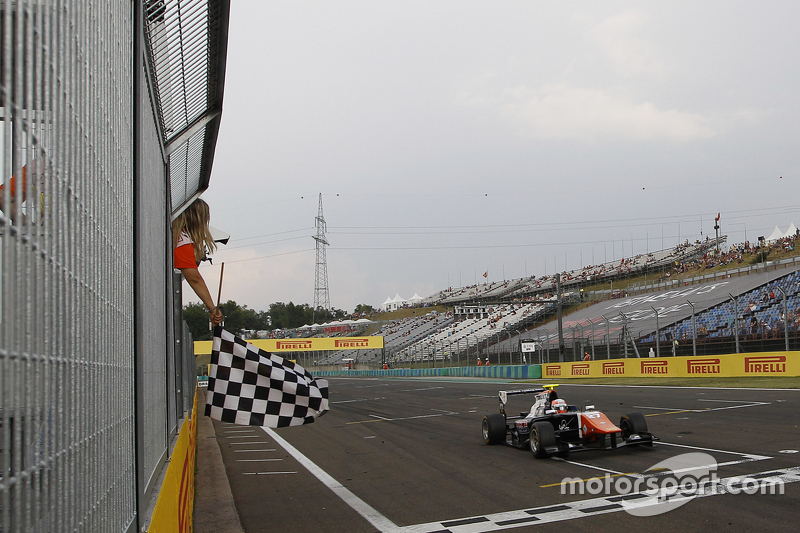 Luca Ghiotto, Trident crosses the line to take the win.
