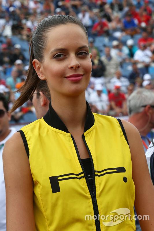 Una chica de la parrilla GP de Hungría