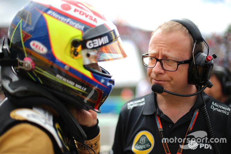 Mark Slade, Lotus F1 Team, Race Engineer y Pastor Maldonado, Lotus F1 Team