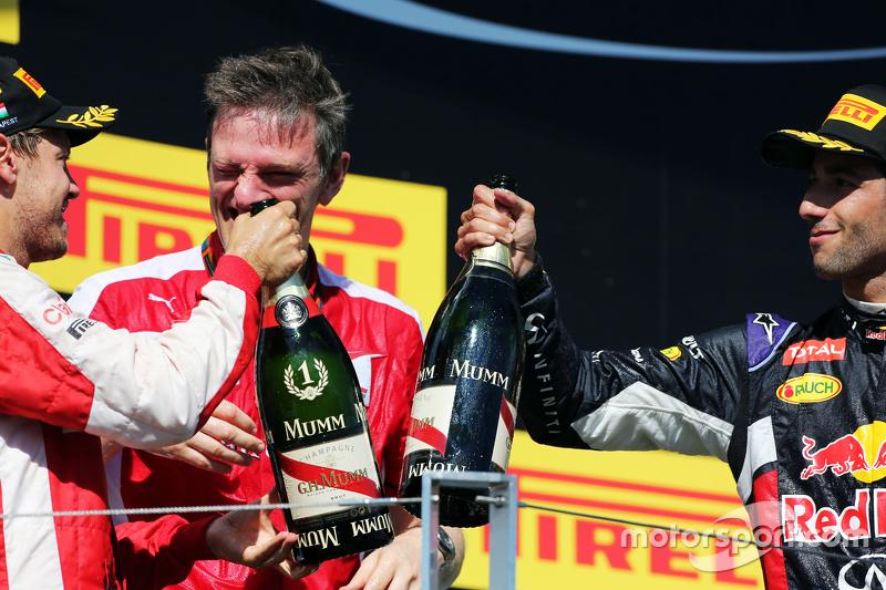 (L to R): переможець гонки Себастьян Феттель, Ferrari та Джеймс Еллісон, Ferrari Технічний директор