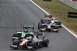 Рене Біндер, Trident лідирує  Марлон Штокінгер, Status Grand Prix & Шон Гелаел, Carlin
