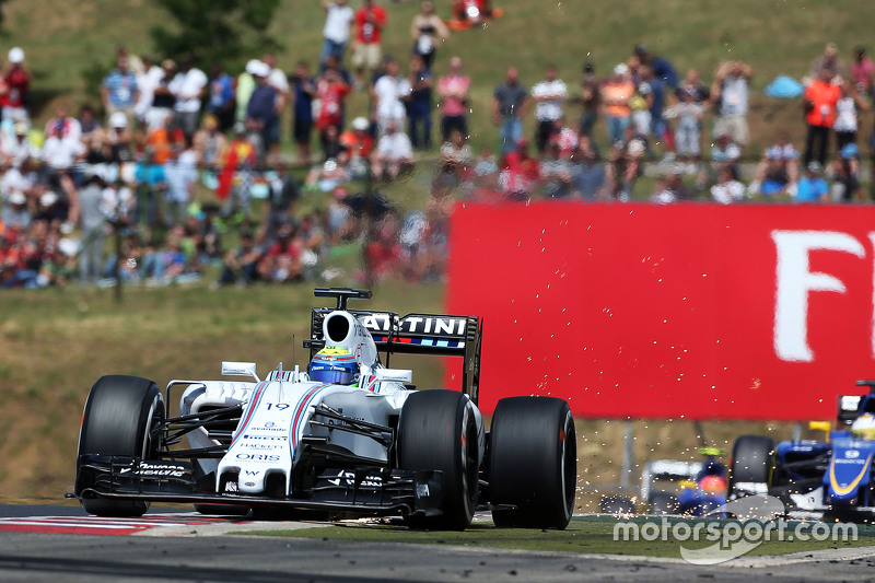 Felipe Massa, Williams FW37 sends sparks flying