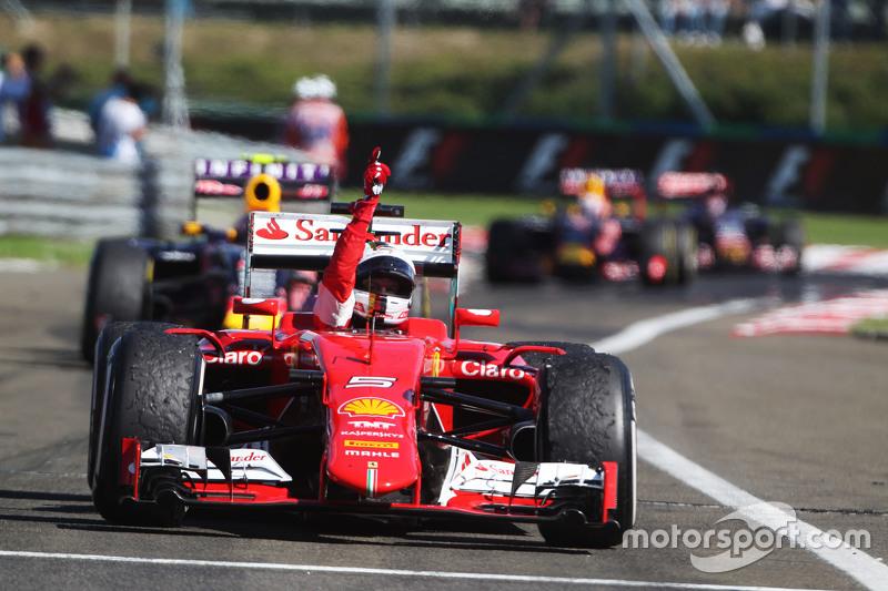 Победитель гонки - Себастьян Феттель, Ferrari SF15-T празднует в закрытом парке