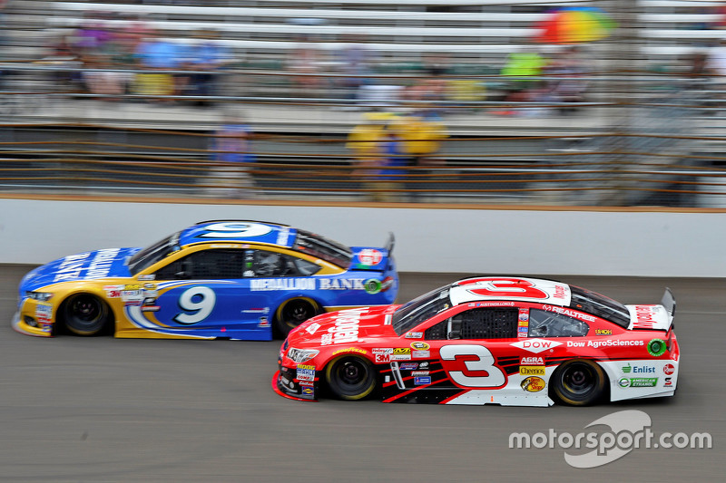 Sam Hornish Jr., Richard Petty Motorsports Ford, dan Austin Dillon, Richard Childress Racing Chevrolet