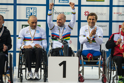 Alex Zanardi competes at the UCI Para-cycling World Championship with team mates Vittorio Podest‡ and Luca Mazzone