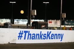 Inicia sesión conmemorativa de la última carrera de NASCAR de Kenny Wallace