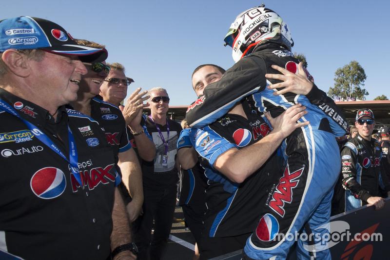 Juara balapan Chaz Mostert celebrating bersama his team, Prodrive Racing Australia Ford