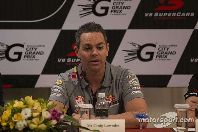 Pembalap V8 Supercars Craig Lowndes, Triple Eight Race Engineering berbicara kepada media lokal dalam konferensi pers resmi untuk KL City Grand Prix, di Kuala Lumpur, Malaysia pagi ini