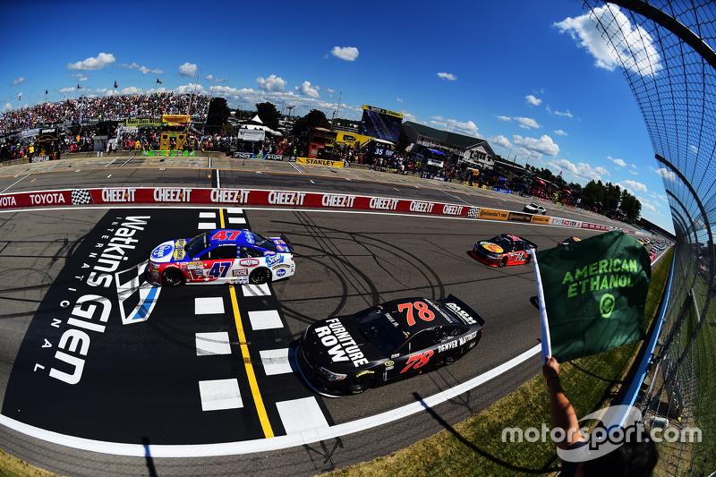 Start: A.J. Allmendinger, JTG Daugherty Racing Chevrolet memimpin