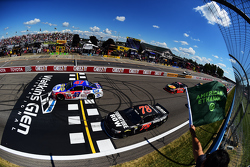 Start: A.J. Allmendinger, JTG Daugherty Racing Chevrolet leads