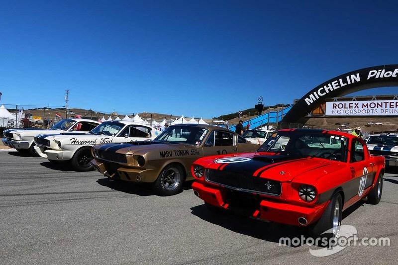 Ford ditampilkan untuk foto grup