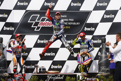 Podium: Jorge Lorenzo, Yamaha Factory Racing, segundo lugar, Marc Marquez, Repsol Honda Team y tercer lugar, Valentino Rossi, Yamaha Factory Racing