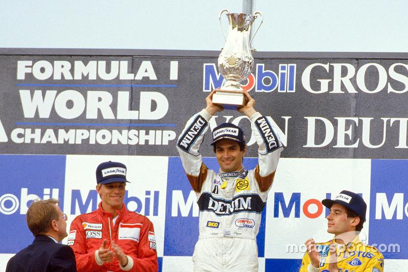 Podio: il vincitore Nelson Piquet, Williams, Stefan Johansson, Ferrari, terzo Ayrton Senna, Lotus