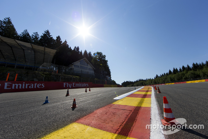 Kerbs at the top of Eau Rouge